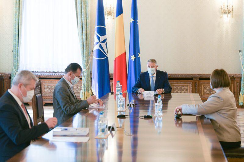 Presedintele Romaniei Klaus (foto 1) a acoperit jaful comis de PNL in perioada pandemiei si frauda de la alegerile locale