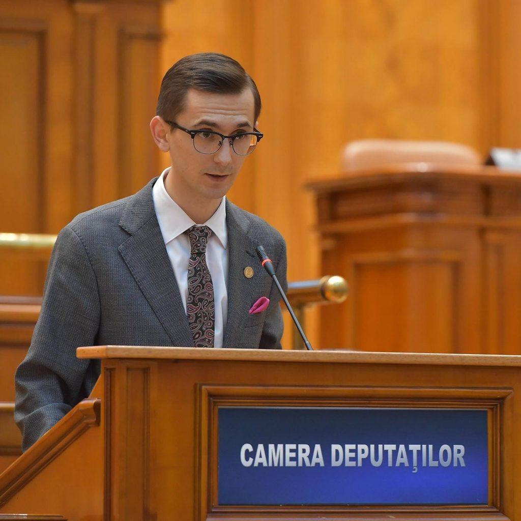 In mare forta a bagat capul in poza un deputat PNL, pe numele sau Pavel Popescu