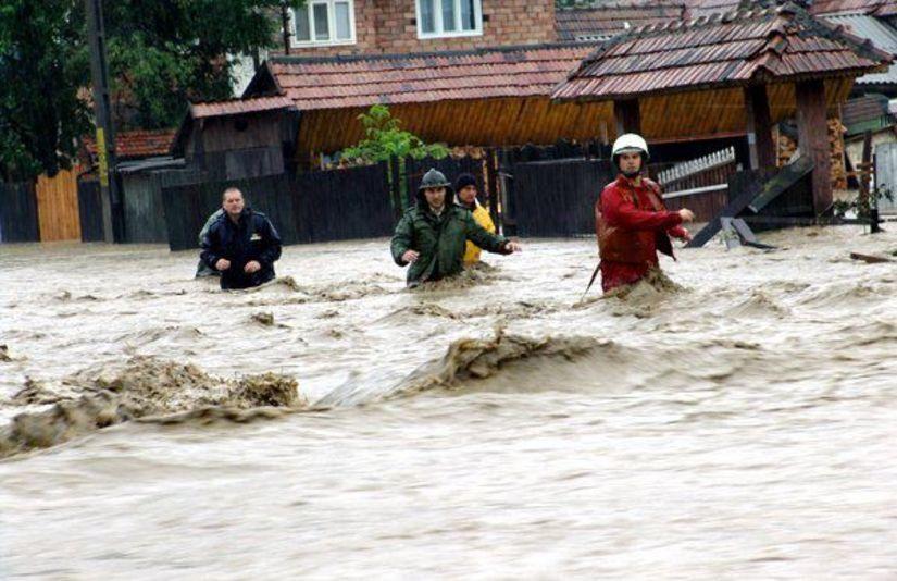 inundatii viitura ape umflate