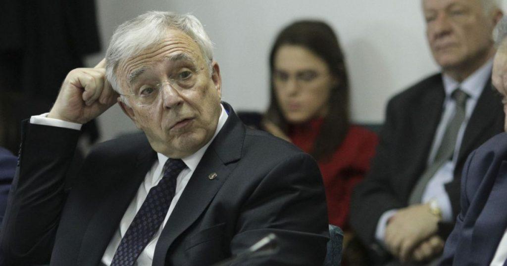 "TUPEU MAXIM: CITU II DA INDICATII LUI ISARESCU – Premierul ii traseaza sarcini guvernatorului BNR: ""Sper ca nu am ratat o masura in trecut si acum sa ne grabim"""